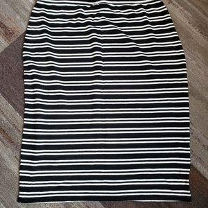 3/$10 Max studio pencil skirt L